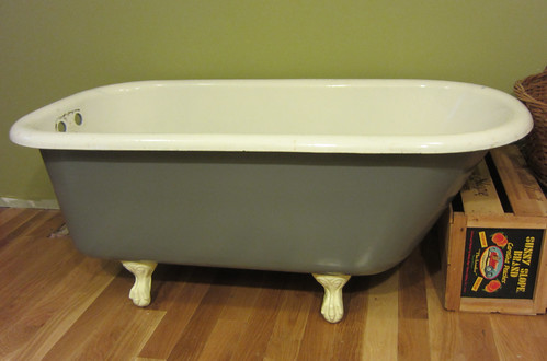 what a beautiful bathtub!