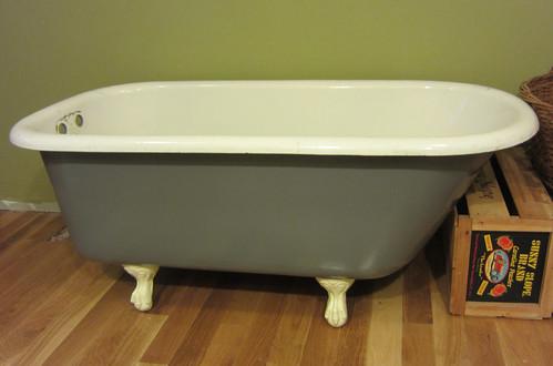 what a beautiful bathtub!