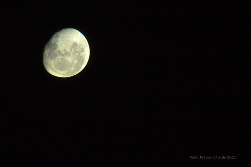 La luna de ayer by Raúl Franco G