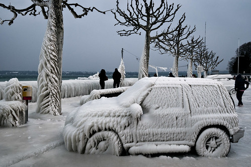 auto cold ice water car schweiz switzerland frozen wasser swiss parking lac suzuki leman eis quai genf versoix d300 genfersee jlx