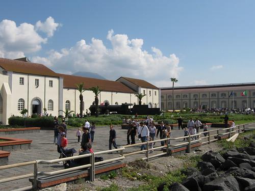 piazzale Pietrarsa con 685.089 4ott09 foto Cracco