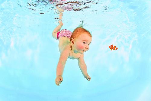Unterwasser Fotos vom Babyschwimmen in Eisenberg