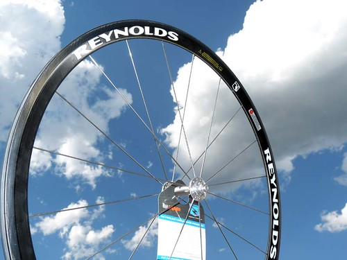 Reynolds-R2-cheap-carbon-clincher-tubular-road-wheels01