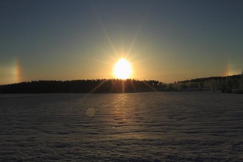 morning blue winter light sky sun sunlight snow reflection colors sunrise canon finland rainbow frost bright halo bluesky 7d lumi talvi valo laukaa aurinko sininen heijastus taivas aamu auringonvalo auringonnousu valkola threesuns canoneos7d canonef163528liiusm frostintheair haloilmiö lumihanki anttospohja juhanianttonen kolmeaurinkoa