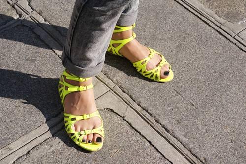 street-style-miu-miu-yellow-shoes