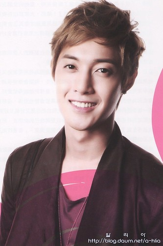 "Kim Hyun Joong ""Trendy"" Taiwanese Magazine Issue No.32"