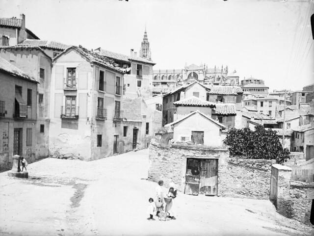 Plaza de Don Fernando en los años 20. Fotografía de Otto Wünderlich. © Fototeca del Patrimonio Histórico