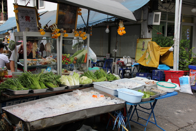 Eating street food without getting sick