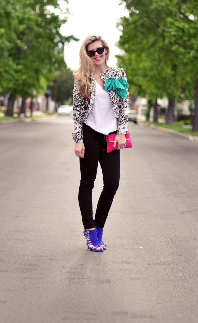 printed jacket - black jeans-bright accessories
