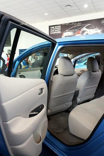 nissan leaf - all electric car-011