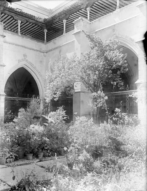 Claustro de la Catedral en los años 20. Fotografía de Otto Wünderlich. © Fototeca del Patrimonio Histórico