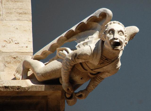 Gárgola ángel de la lonja de la seda de Valencia