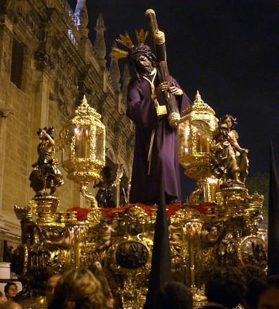 Un Paso de la Procesión de Sevilla セビリアの行進のパソ