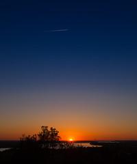 https://www.twin-loc.fr Sunset over the Dordogne river - Montalon, Bordeaux, France - Picture Image Photo Garonne