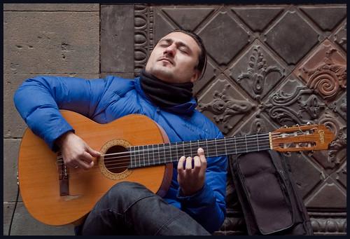 straatmuzikant by hans van egdom