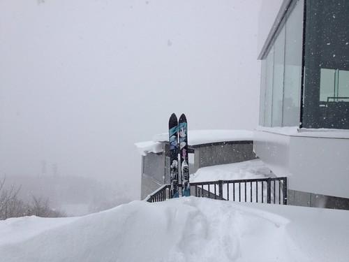 雪の藻岩山山頂でミクの記念撮影