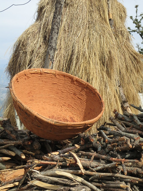 Farmhouse basket plastered for storing grain