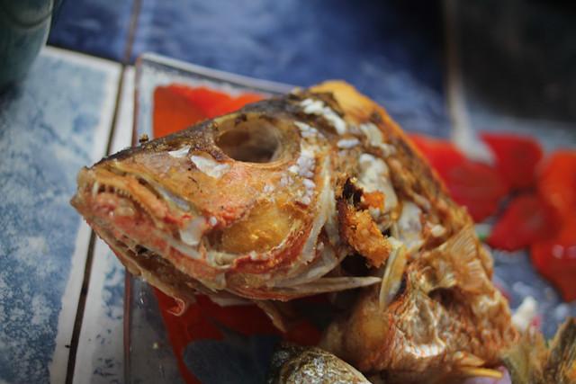 Fried fish head flickr photo sharing for Fish head app