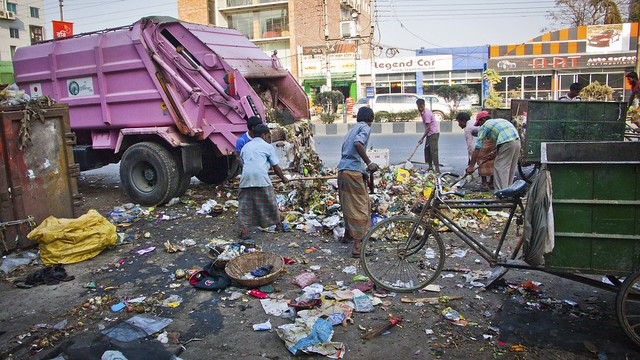 Sorting Trash, Dhaka
