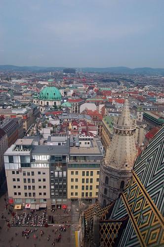 Direkt von oben ein Blick auf die Peterskirche