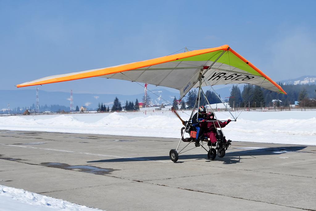 Suceava, Vatra Dornei - Aerodromul Floreni (LRFL) - Pagina 6 6823909274_7943ef66ce_o
