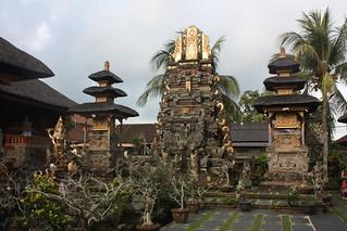 Imagen de Saraswati Temple. bali indonesia temple pura saraswati ubud puratamansaraswati 2011 tamansaraswati