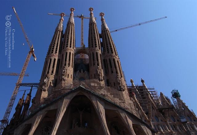 Hola Barcelona~巴塞隆納。聖家堂 Sagrada Familia 沙包重量構成的弧線  R1042603