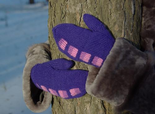 4 фиолетовые варежки