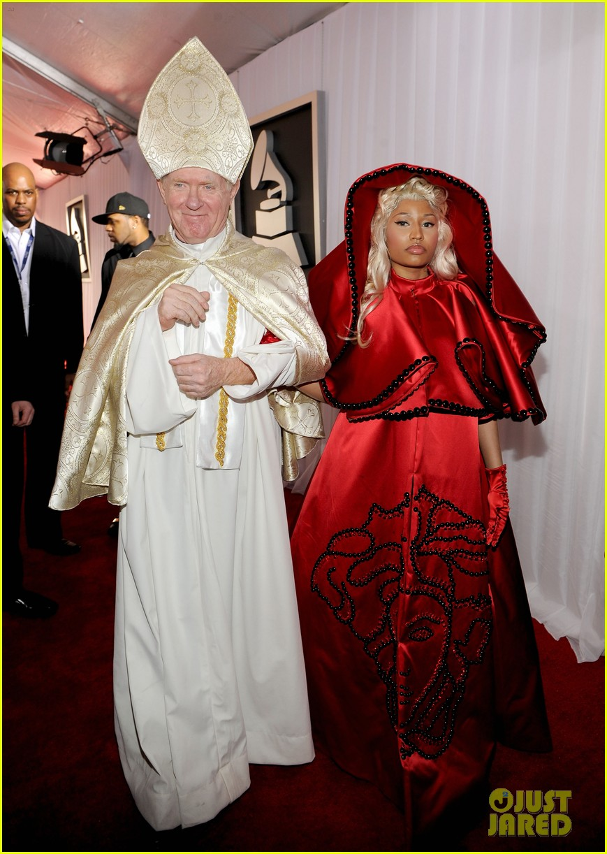 nick-minaj-grammy-awards-2012-01