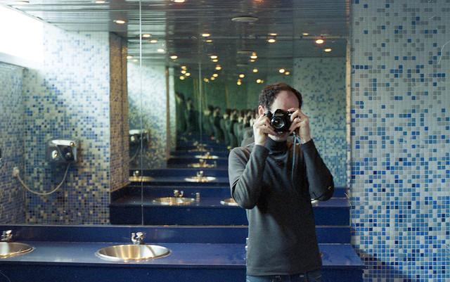 Pentax ES w lustrze.