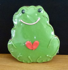 Cookie Gallery - Frog with Red Heart by KenCalvino