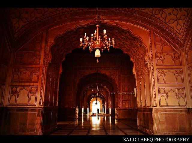 The inside grandeur of Badshahi Mosque LahoreInside Badshahi Mosque