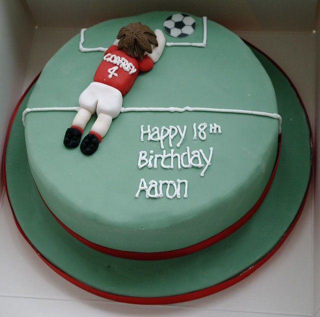 Football Themed Cakes http://www.flickr.com/photos/46768533@N07/6933077621/