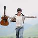 Con la guitarra en mano / Edgardo Aguayo