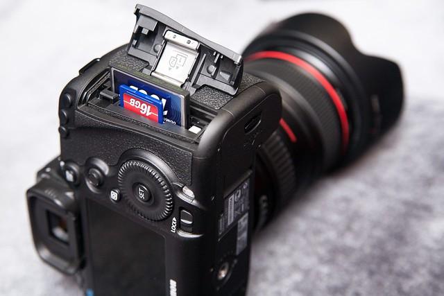5D3可以SD+CF雙卡