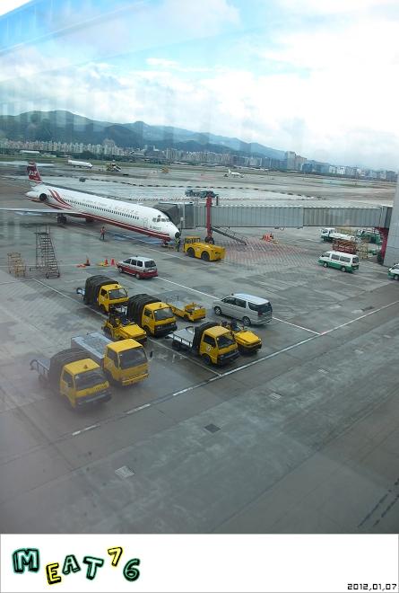 【遊樂台北】松山機場|眼前的起降輸給天倫同樂的感動與情侶的氛圍感染19.jpg