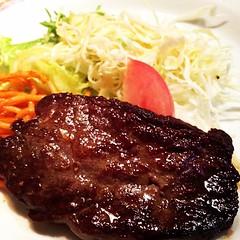 meal(1.0), steak(1.0), meat(1.0), sirloin steak(1.0), salisbury steak(1.0), food(1.0), dish(1.0), cuisine(1.0),