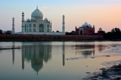 The Taj Mahal reflects!