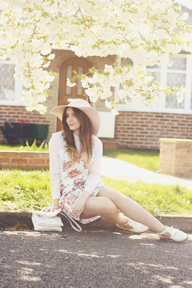 Jarlo White Floral Pinafore Look Floppy Hat Spring Style
