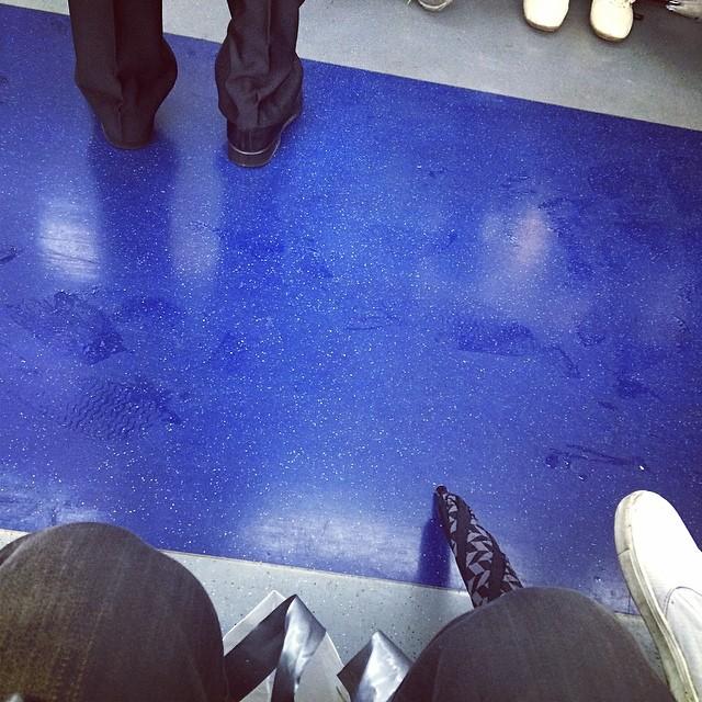 #4호선 #비 온다 우쒸 #점심 약속 겹치네 우짜지? #rain #raining #전철 #subway #train #tube