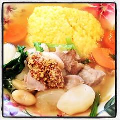 珍しく定番じゃないメニュー、塩豚と白インゲン豆のスープごはん。昨晩ちょっと飲み過ぎなからだにちょうどいい。