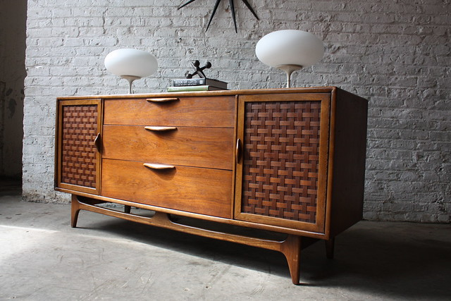 Handsome Lane Perception Mid Century Modern Oak and Walnut Credenza (U.S.A, 1960's)