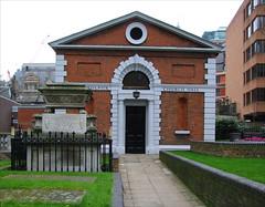 St Botolph Bishopsgate churchyard