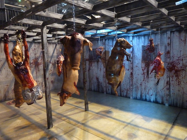 Interactive haunted house at transworld haunt show for Haunted house scene ideas
