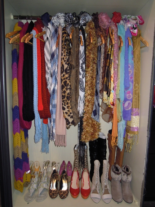 How to Arrange and Organize Scarves