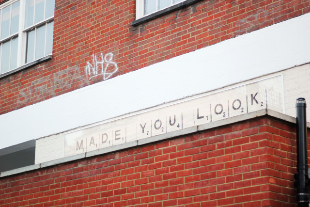 made you look sign notting hill