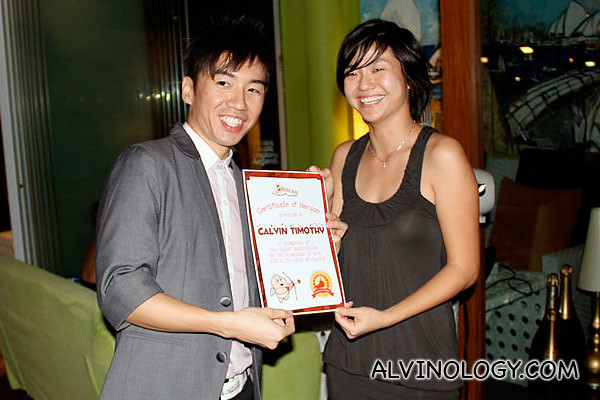 Blogger Calvin getting his certificate