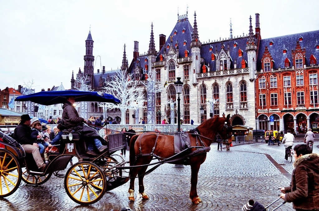 how to get to maasmechelen village from brussels