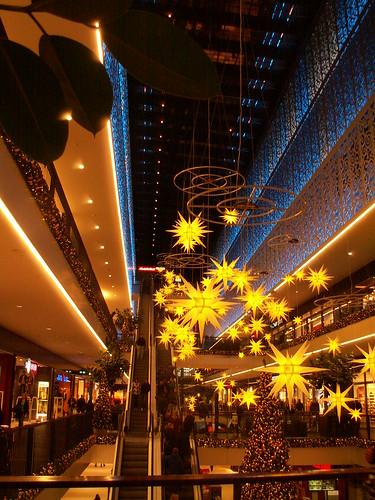 Licht Quellen in der Centrum Galerie erhellen das dunkel 079