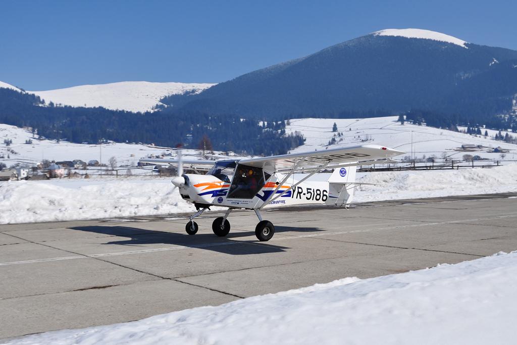 Suceava, Vatra Dornei - Aerodromul Floreni (LRFL) - Pagina 6 6990579275_7ea1647e33_o